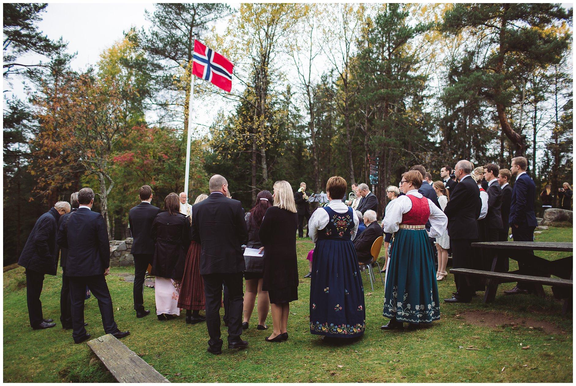 Høstbryllup Utendørs vielse Østmarka Oslo SIggerud Langhus Vangen Skistue
