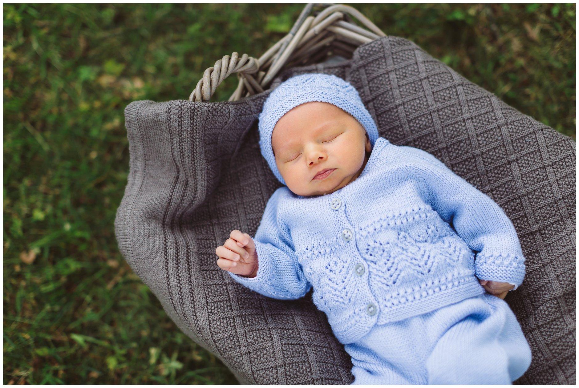 Utendørs nyfødtfotografering