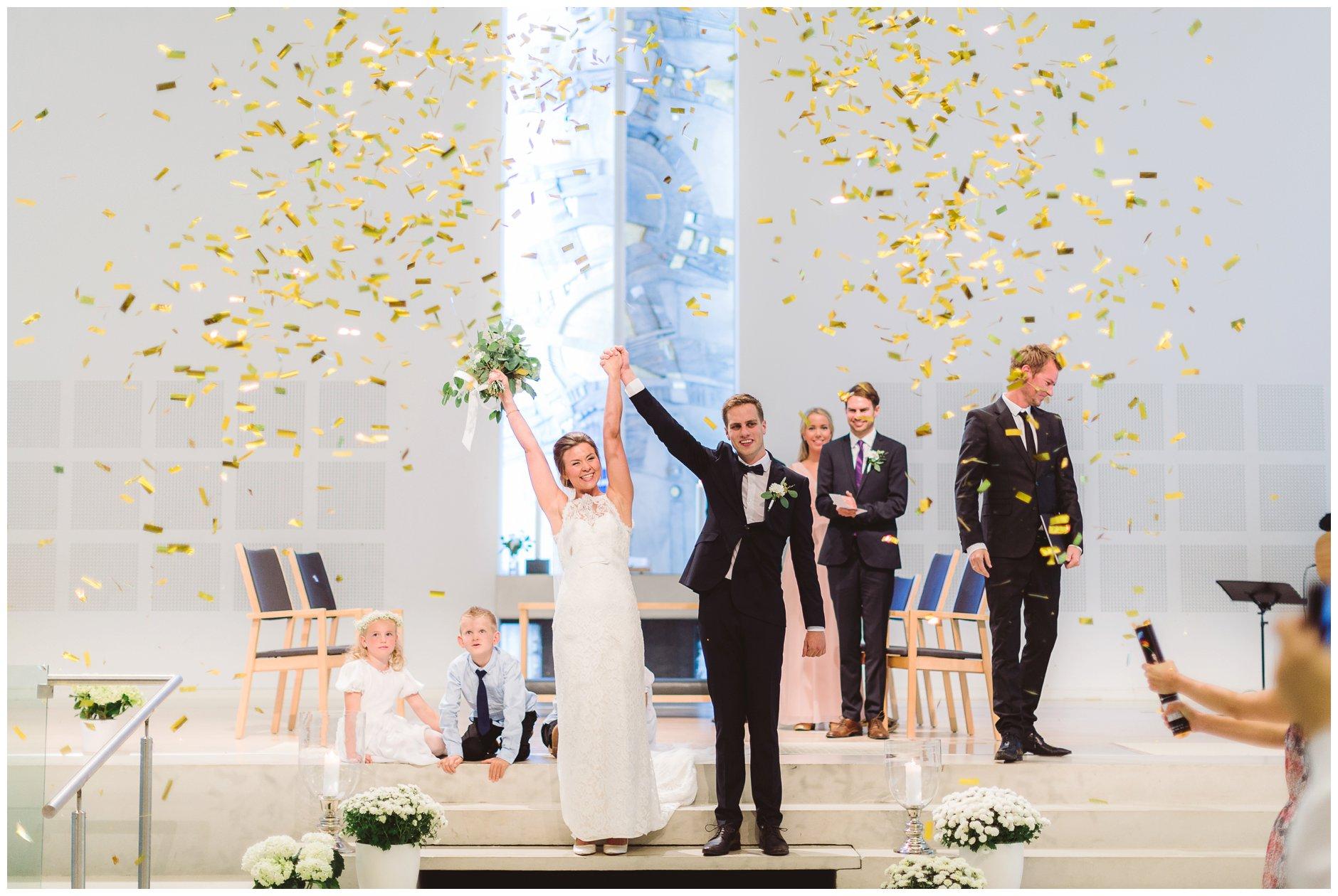 Bryllup Frøyland Orstad kirke konfetti