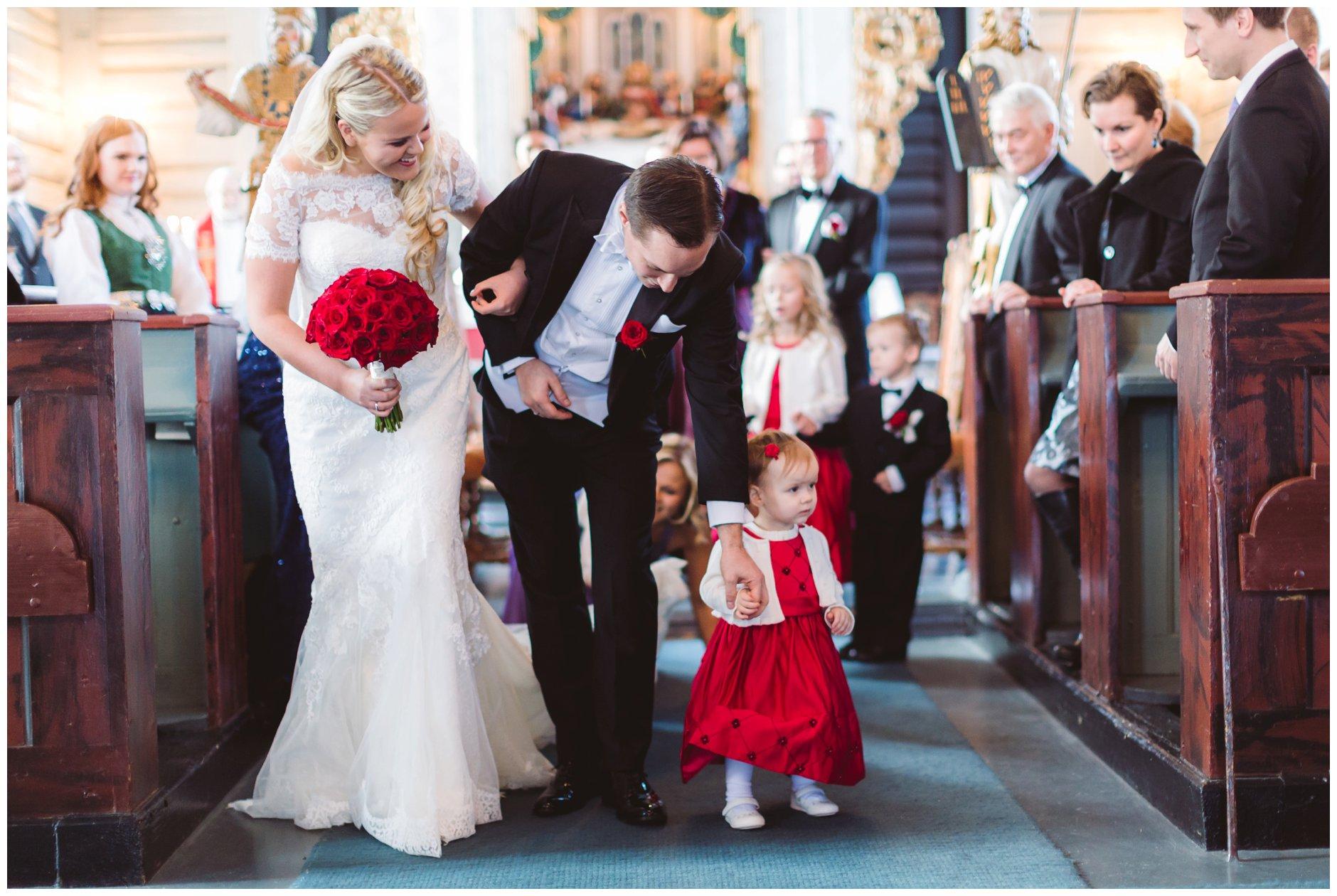 Vinterbryllup og vielse i Drøbak kirke med barn