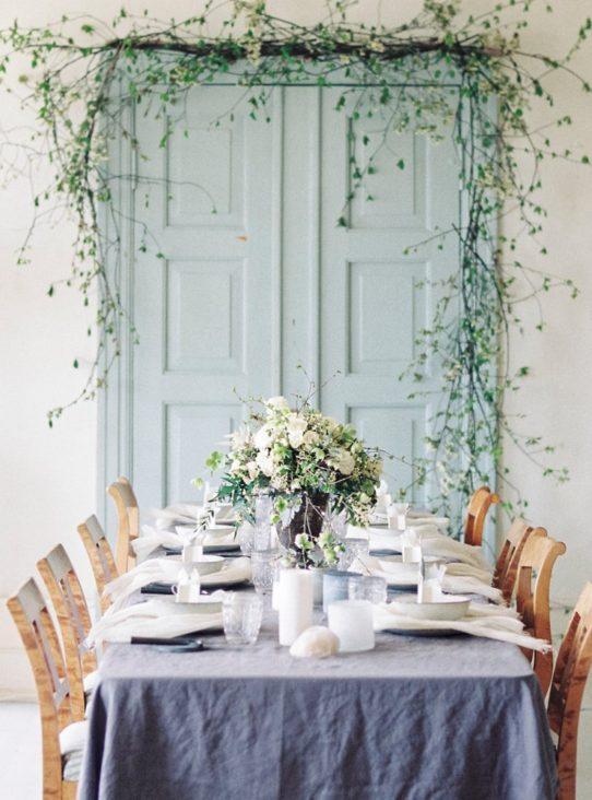 Bryllupsinspirasjon med dekket bord på Årvoll gård