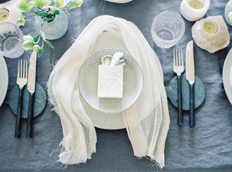 Bryllupsinspirajon og kreativ borddeking med kalligrafi av Ina and the Olive tree