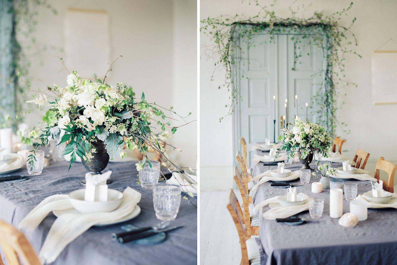 Bryllupsinspirajon og kreativ borddeking med kalligrafi av Ina and the Olive tree. Duk fra Vakre rom og tallerken og servise fra Broste Copenhagen og Home and Cottage